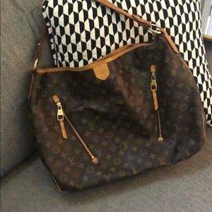Louis Vuitton LG Monogram tote w/gold hardware.